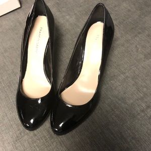 Black work pumps